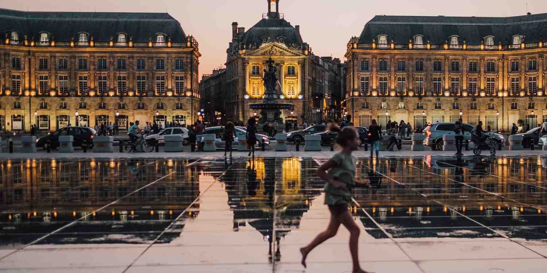 Background image of Bordeaux