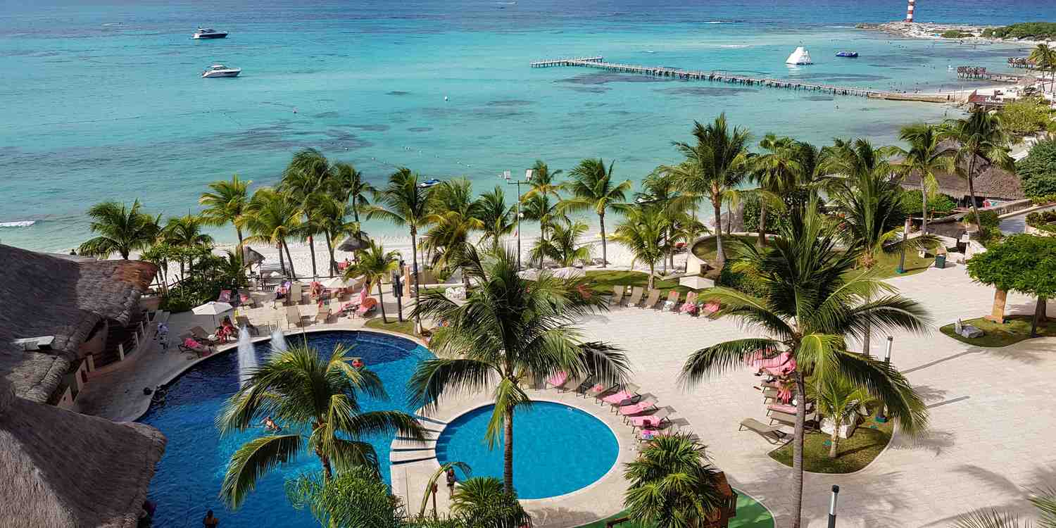Background image of Cancun