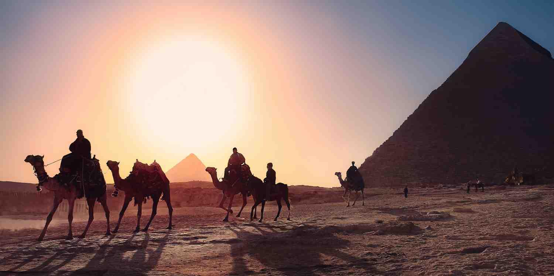Background image of Giza