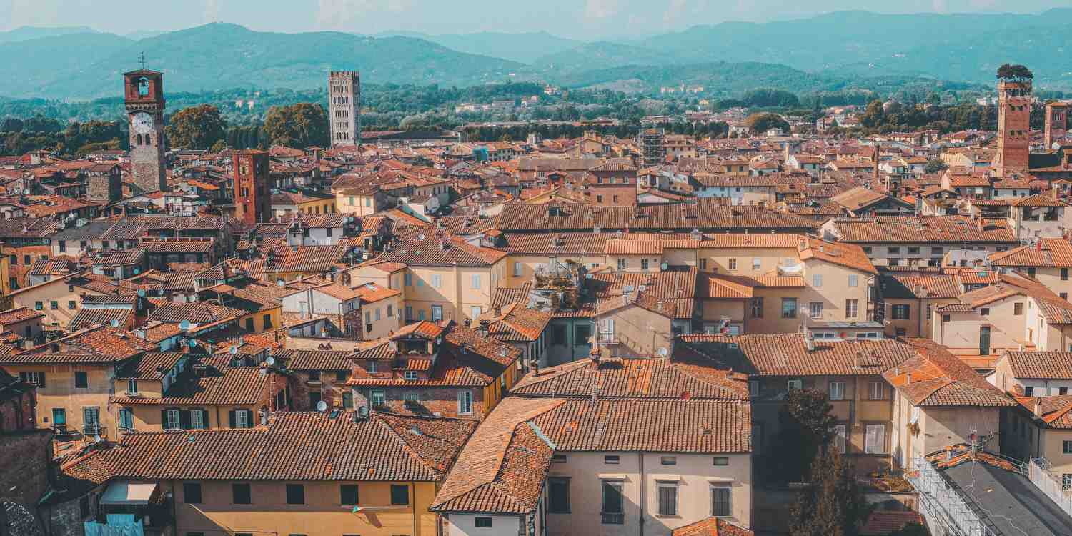Background image of Lucca