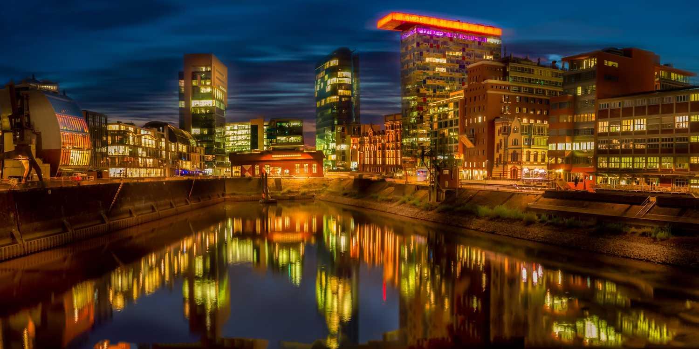 Background image of Dusseldorf